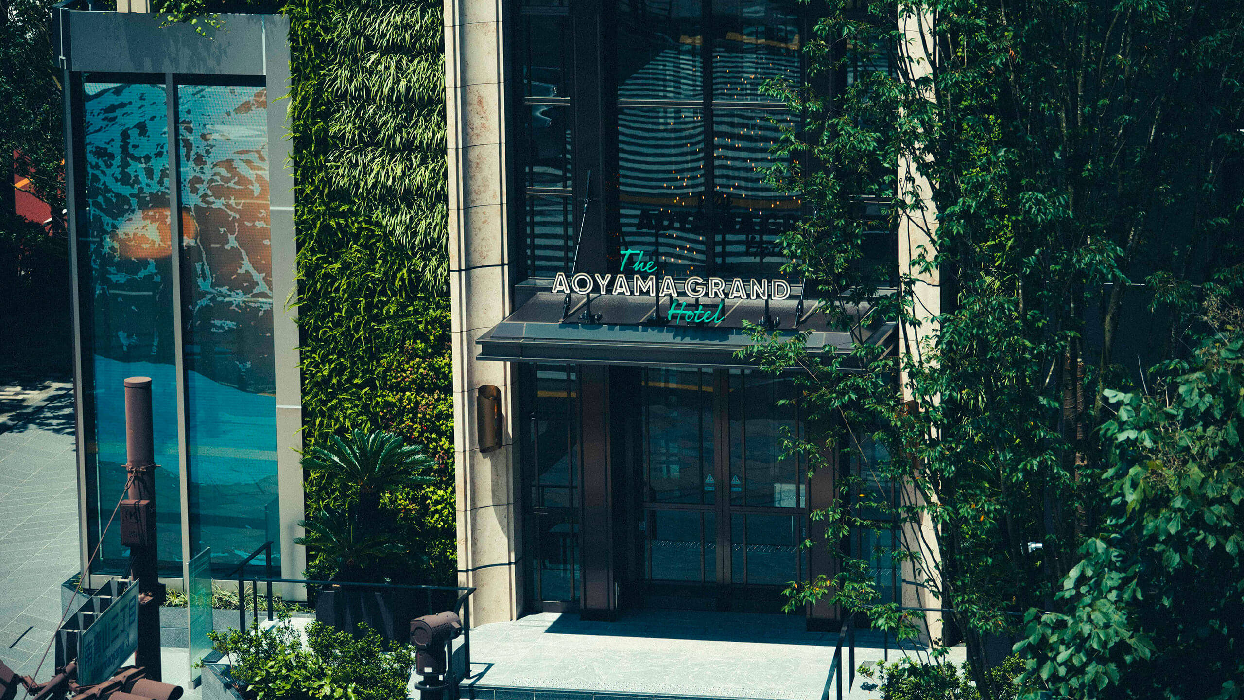 Photo: Exterior of THE AOYAMA GRAND HOTEL
