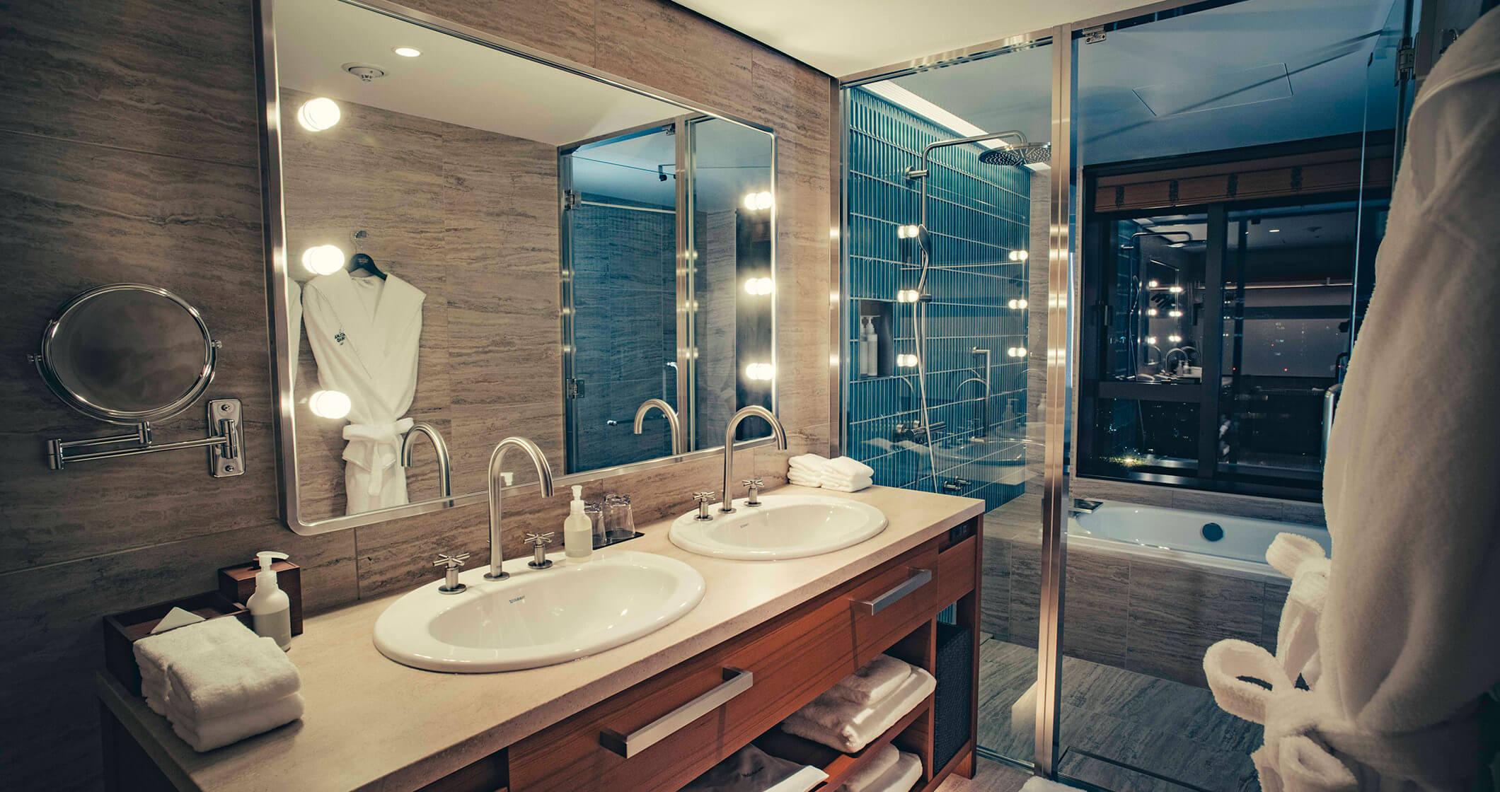 写真:プレミアムルームの浴室