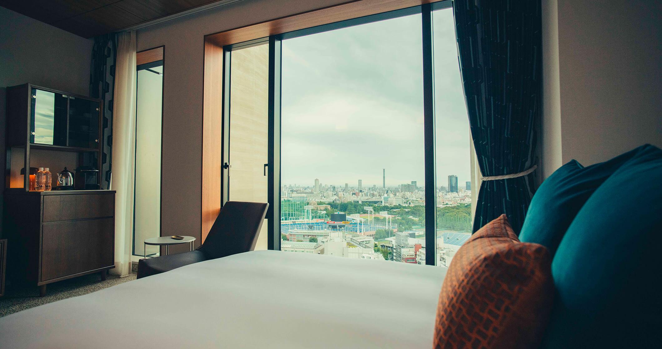 写真:スタンダードルームのベッドから見える景色