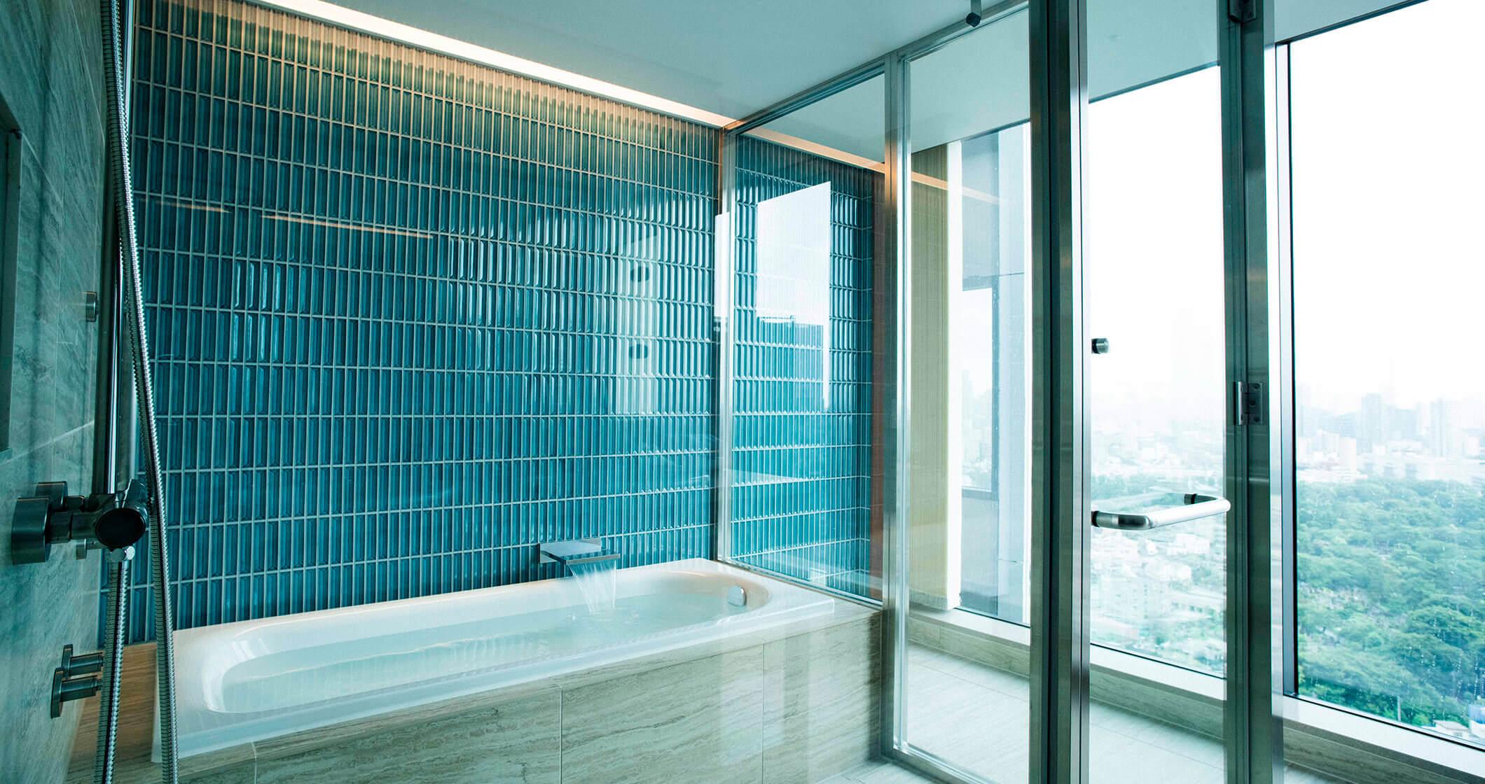 写真:スイートルームの浴室