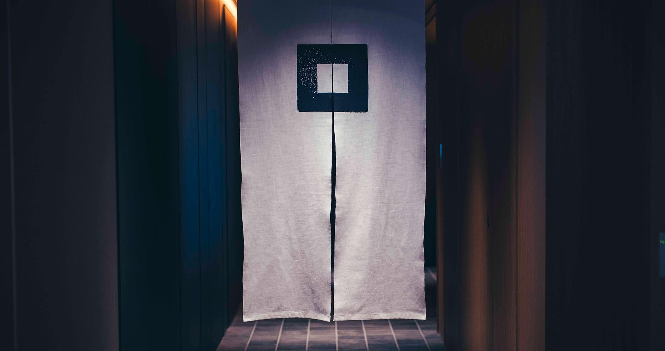 写真:四角 のれん